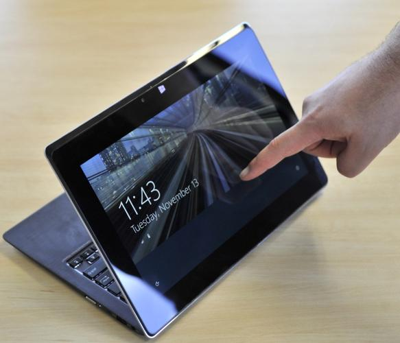 ASUS Taichi 21: a laptop with an secondary, outfacing screen that allows it to also be used as a tablet.