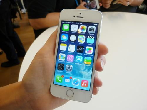 Hands on with Apple's iPhone 5C and 5S