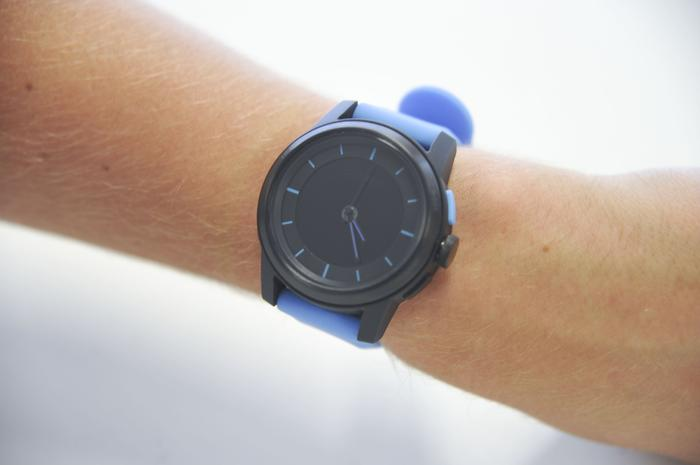 The design of the Cookoo watch makes it look very much like an ordinary watch.
