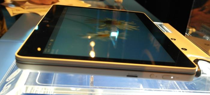 The screen is based on IPS technology and has very wide viewing angles.