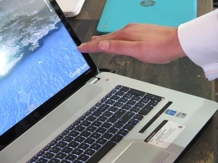 Using Leap Motion to control Google Earth.