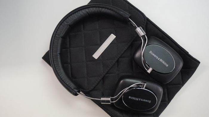 The B&W P5 Wireless comes with the same cushioned carry case as its wired subling