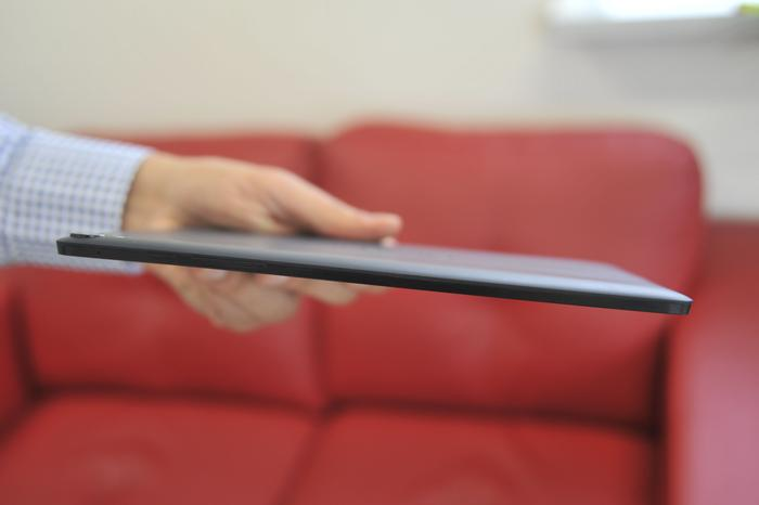 The Nexus 9 is 8mm in thickness and weighs 436 grams