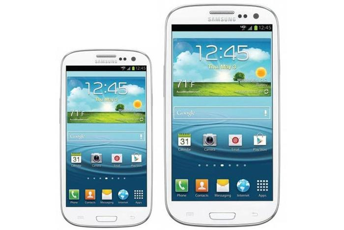 The Samsung Galaxy S III mini (left) next to the original Galaxy S III.