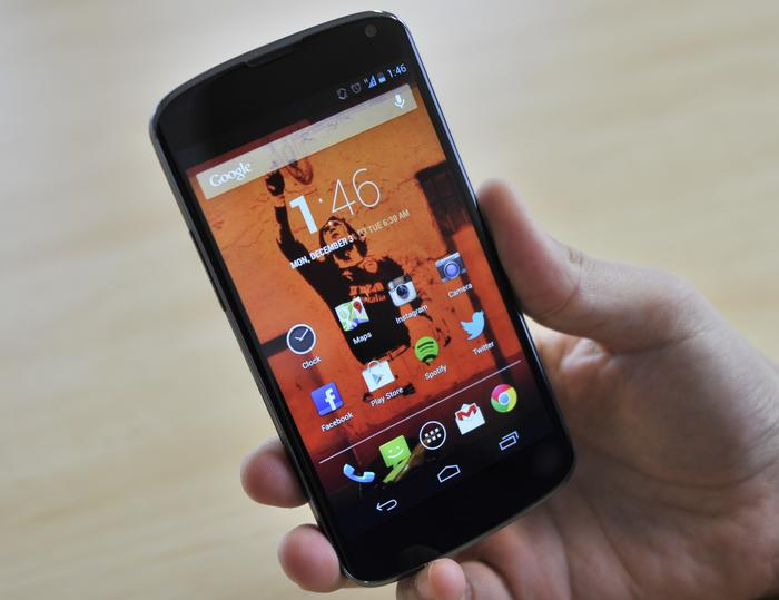 The Nexus 4 has impressive ergonomics and feels comfortable to hold single-handedly.