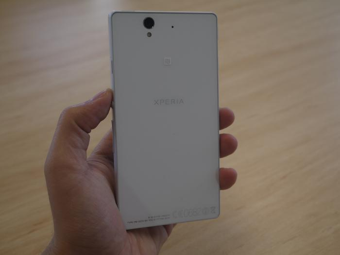 The completely flat surface on the back gives the Xperia Z a distinctive look and feel.