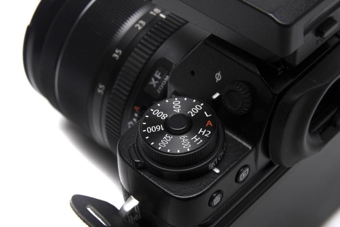 Here are the physical controls that set the X-T1 apart from other cameras: on the left you get the ISO dial, and the switch that can change the drive mode.